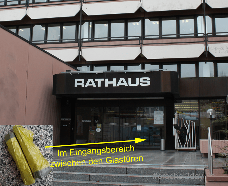 Gelbe Säcke gibt es weiterhin am Rathaus, sie liegen zwischen den Glastüren am Eingang.