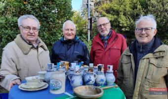 Gründer des Flohmarkts vor 50 Jahren, Dr. Christoph Müllerleile (1.v.l.) mit weiteren ehemaligen Vorsitzenden des Jugendrings aus den 70er Jahren (v.l.r.n.) Wilfried Grünwald (73-74), Reinhard Cimiotti (73), Hans-Georg Brum (75-76 + 78).